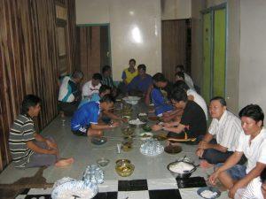 Makan malam di rumah Kepala Desa Tembawang Alak
