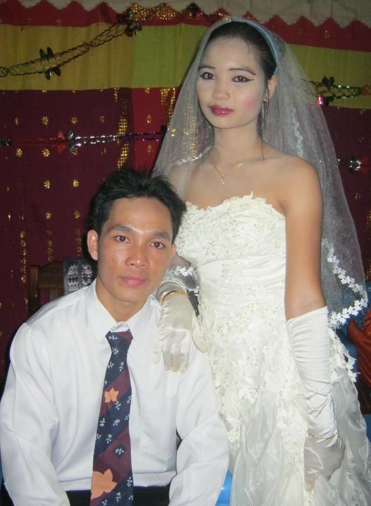 Awan & Piya ; Menikah 17 Januari 2014