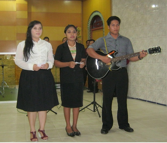 Kesaksian Pujian Team STT Pontianak di GKII Bethel Sintang