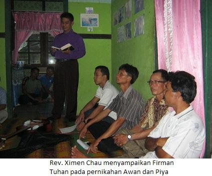 Rev. Ximen Chau menyampaikan Firman Tuhan