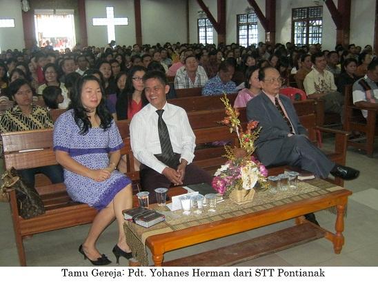 Kebaktian Umum Minggu Raya di GKII Bethel, dihadiri Team STT Pontianak