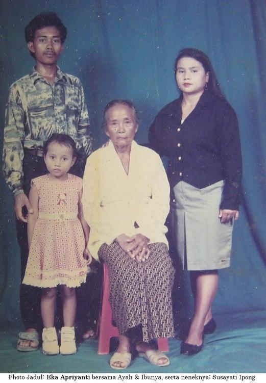 Kenangan photo keluarga Sumartedi Rifai saat bersama alm. Ibu Ipong beberapa belas tahun silam