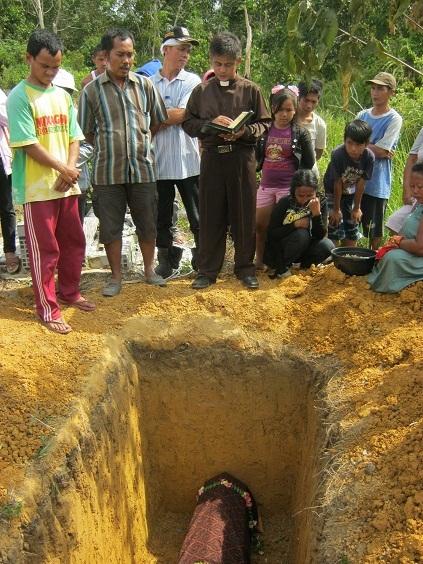 Liang lahat alm Ibu Susayati Ipong