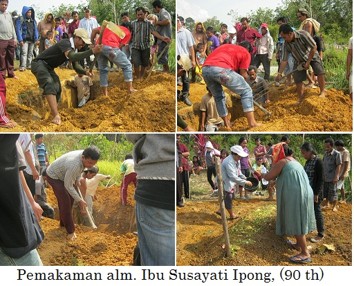Jemaat menguburkan alm. Ibu Susayati Ipong