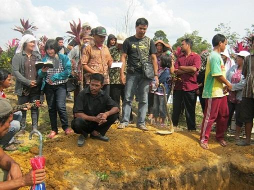 Pemakaman Ibu Susayati Ipong di Pandan