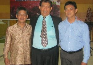 Photo Bersama Pdt Chau, Pdt Nyoman Enos dan Bp Affandi