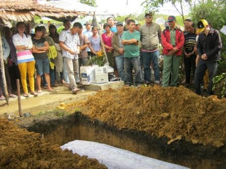2_pemakaman Ibu Emelia