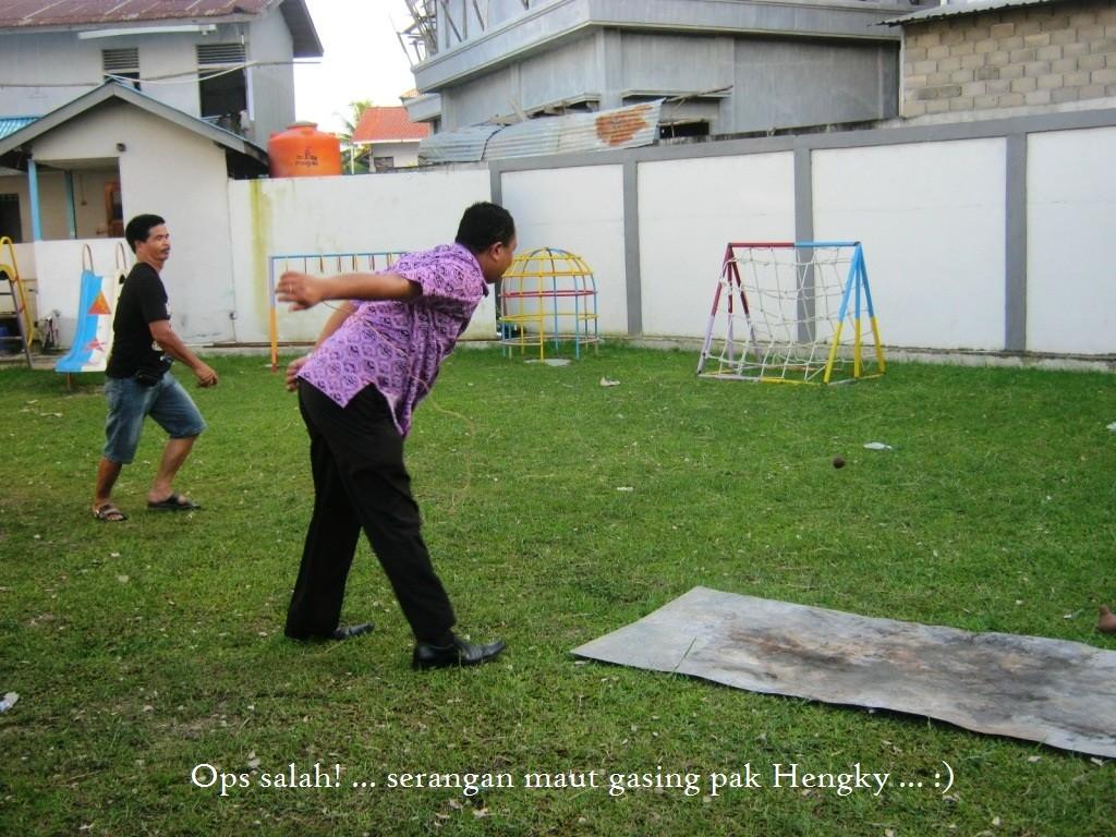 7_Hengky Arianto memangkak gasing lawan