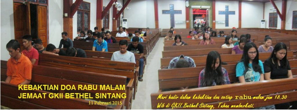 Jemaat GKII Bethel sedang berdoa