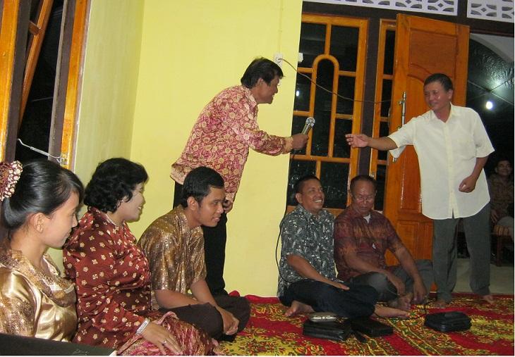 Kenang-kenangan Jemaat GKII Bethel Sintang bersama Bp. Yohanes Ambar Subiyantoarta