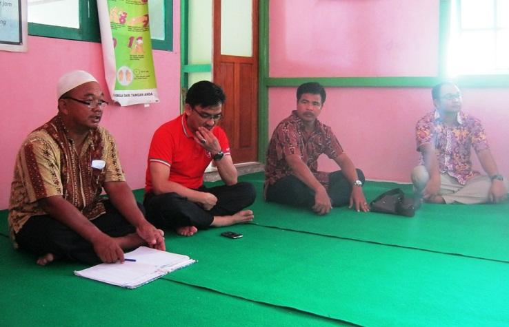 Pengurus Panti Asuhan menerima Jemaat GKII Bethel Sintang yang datang berkunjung