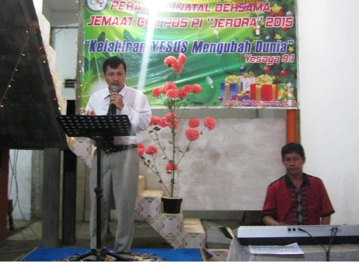 Pemimpin Pujian: Bp. Kornelius PK, dan pemusik : Bp. Rudy Chau