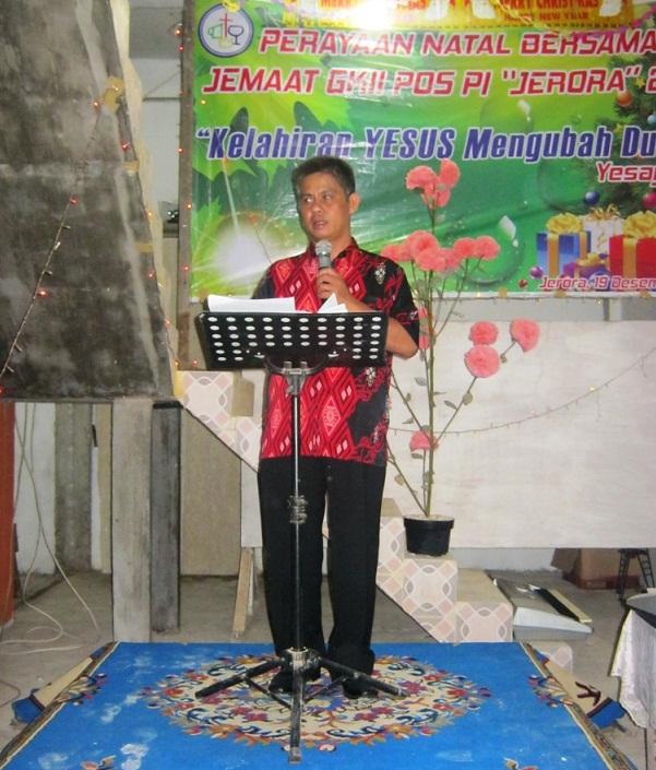 Pdt Chau menyampaikan Firman di Natal Jerora 2015