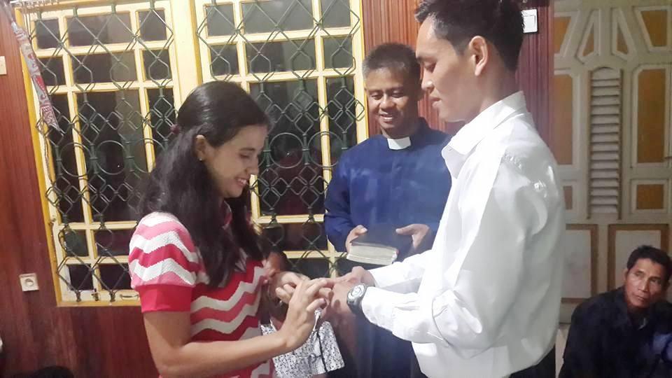 Pertunangan Mujiono dan Serly