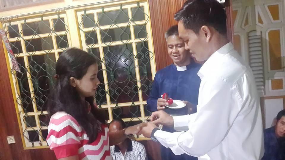 Pertunangan Mujiono dan sherly