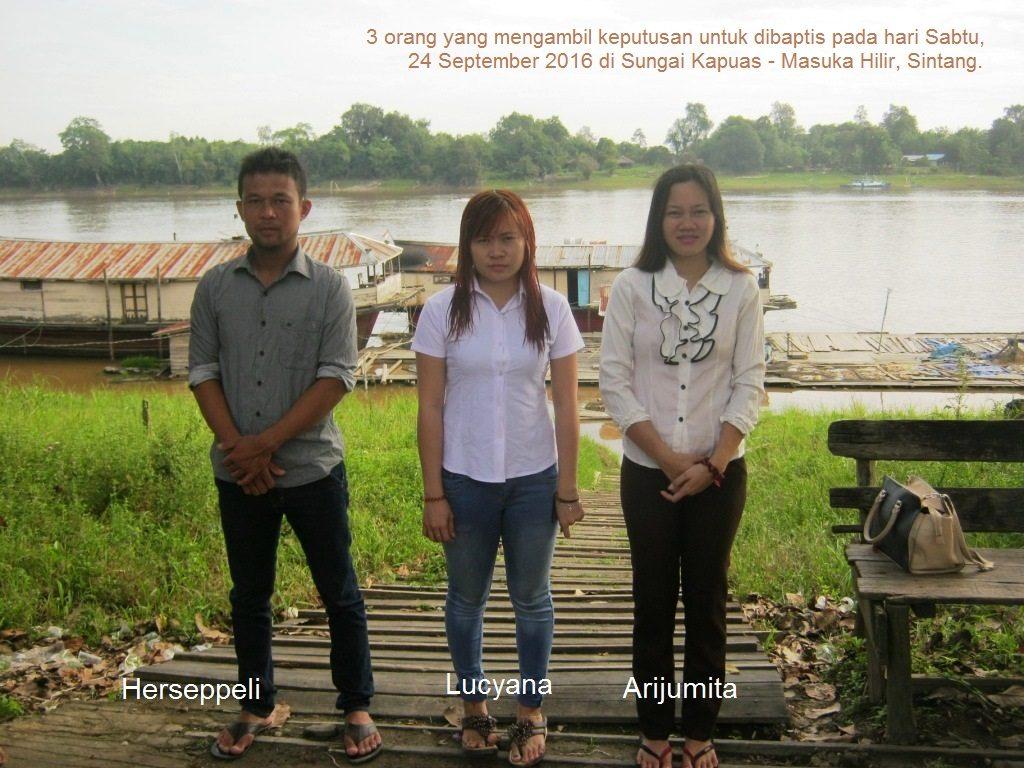 Baptisan di Sungai Kapuas Sintang