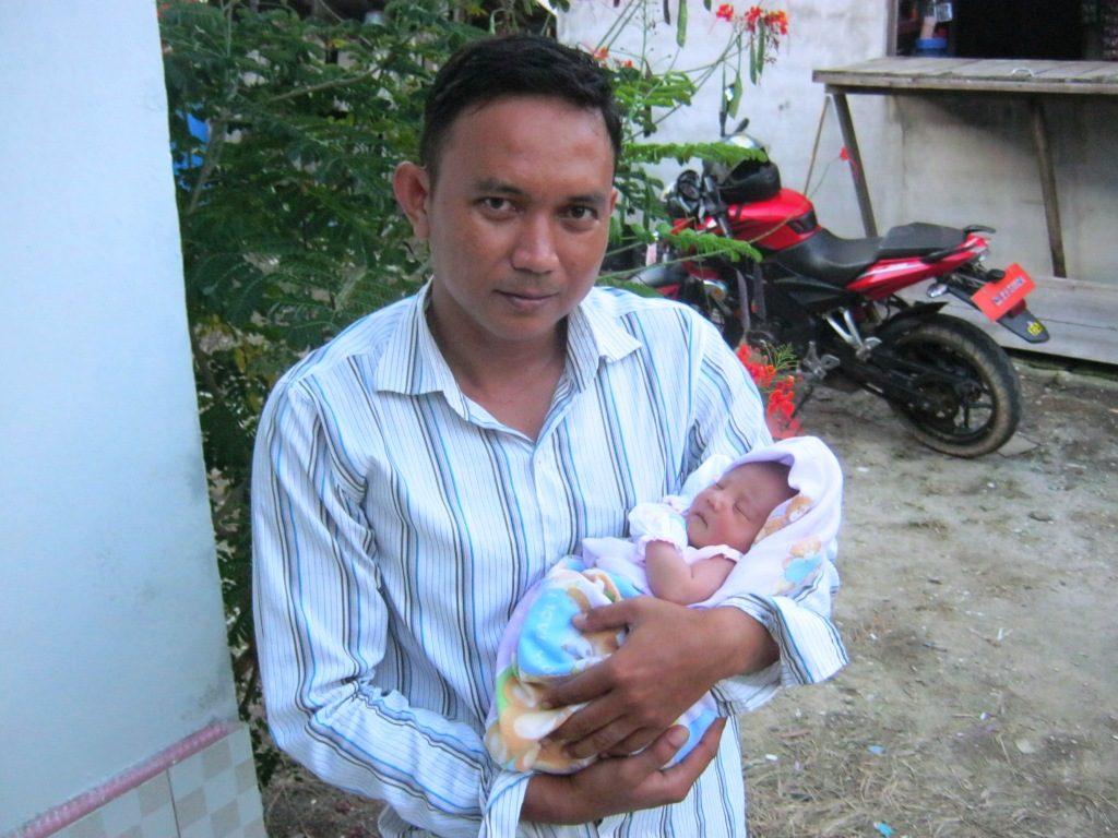 Queensha Cassandra Elzira Hutagalung lahir paa tanggal 14 Juli 2016 di Sintang