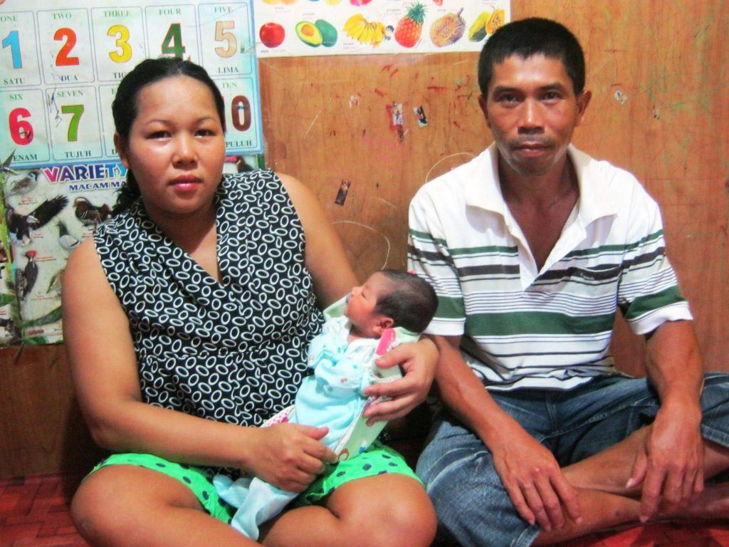Angel Cristiany - bersama kedua orangtuanya