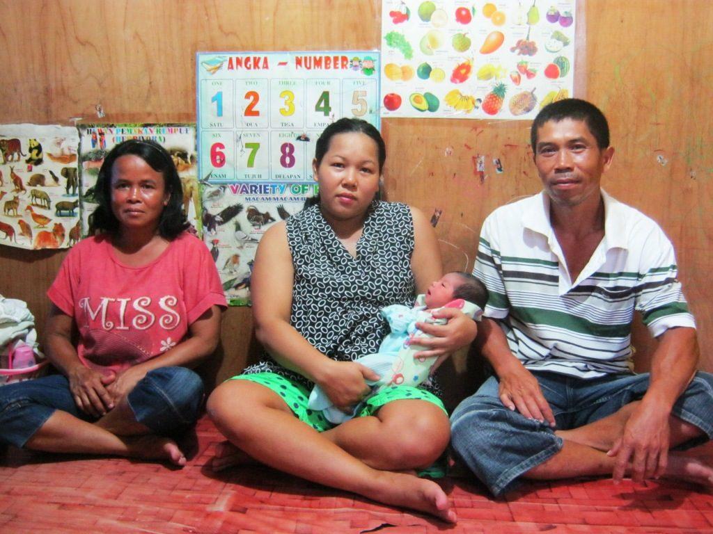 Angel Cristiany bersama orangtua dan bibinya