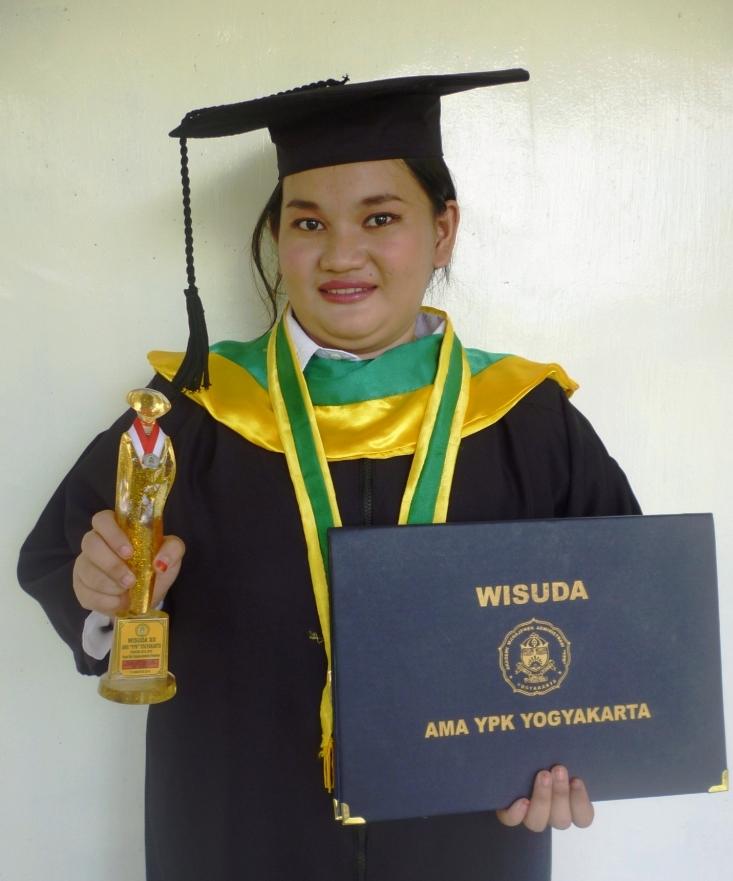 Ricka Apriyani, A.Md - Diwisuda Diploma Pada tanggal 11 Agustus 2016 di Akademi Manajemen Administrasi YPK, Yogyakarta