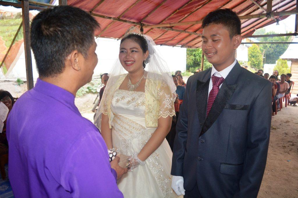 Setra Novian Tora & Niken Yosephine dihadapan Rev. Ximen Chau