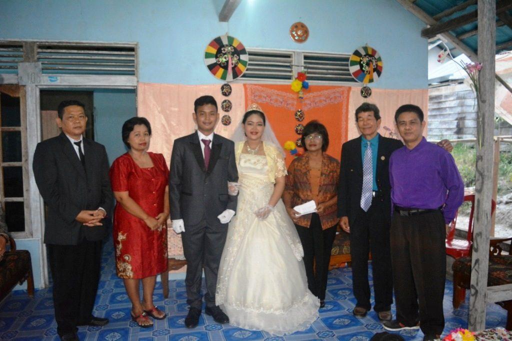 Setra Novian Tora & Niken Yosephine bersama Keluarga