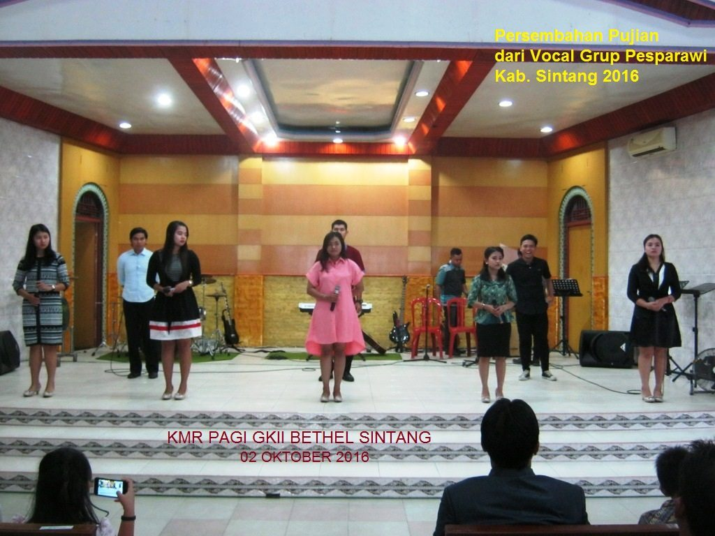 Vocal Grup PESPARAWI Kab. Sintang 2016 sedang menyampaikan Pujian untuk Tuhan di GKII BETHEL SINTANG pada Kebaktian Minggu Raya (KMR) Pagi, 02 Oktober 2016