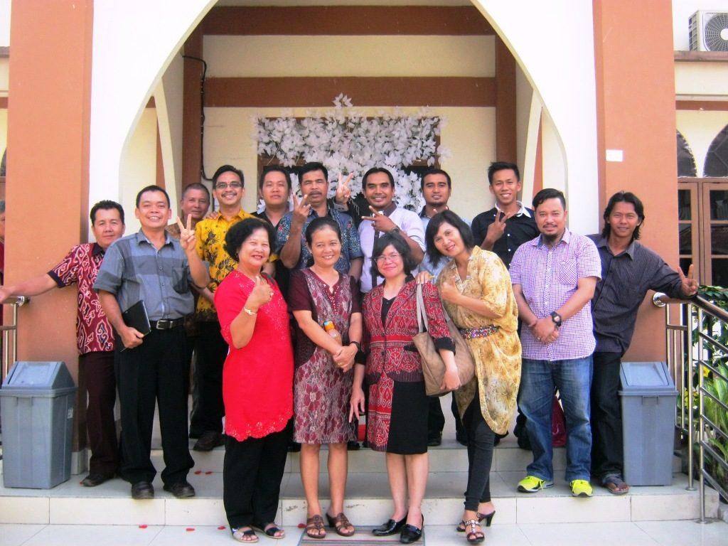 Jemaat GKII Bethel Sintang yang menghadiri Pernikahan Hadi & Linda di GKNI Filipi Sekadau