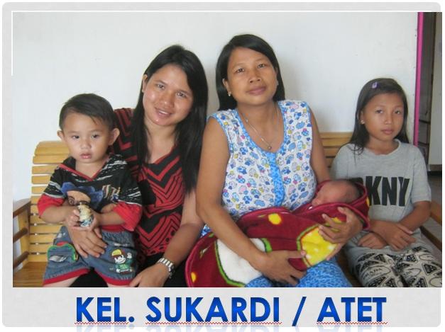Photo bersama Alfourna Septiani yang masih bayi di gendong ibundanya Tiriwati