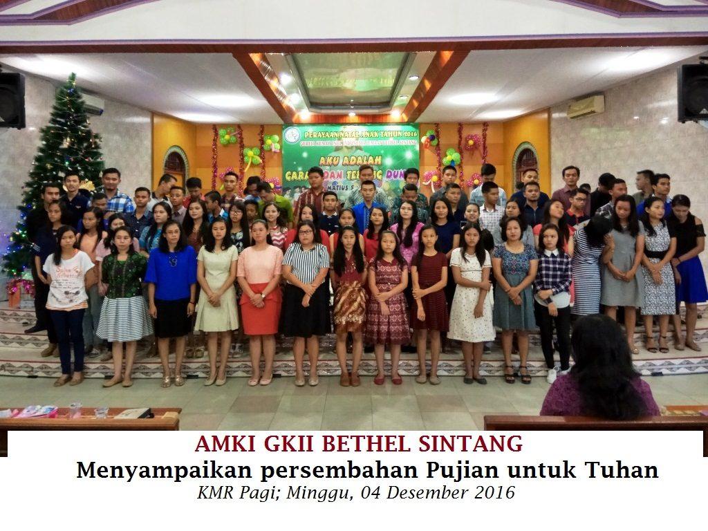 AMKI Bethel Sintang menyampaikan Persembahan Pujian